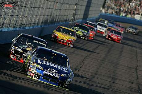 Jimmie Johnson (Hendrick) vor Martin Truex Jun. (Dale Earnhardt)