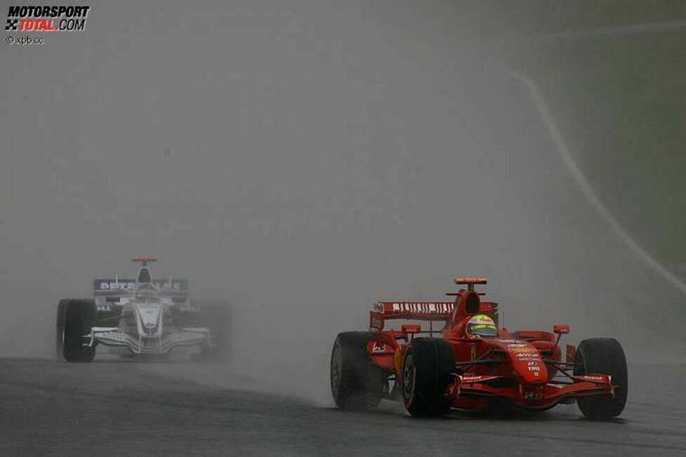 Felipe Massa (Ferrari) vor Nick Heidfeld (BMW Sauber F1 Team)