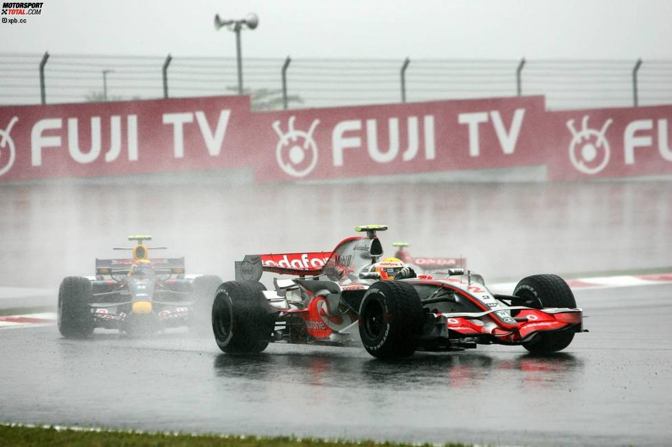 Lewis Hamilton (McLaren-Mercedes) vor Mark Webber (Red Bull)