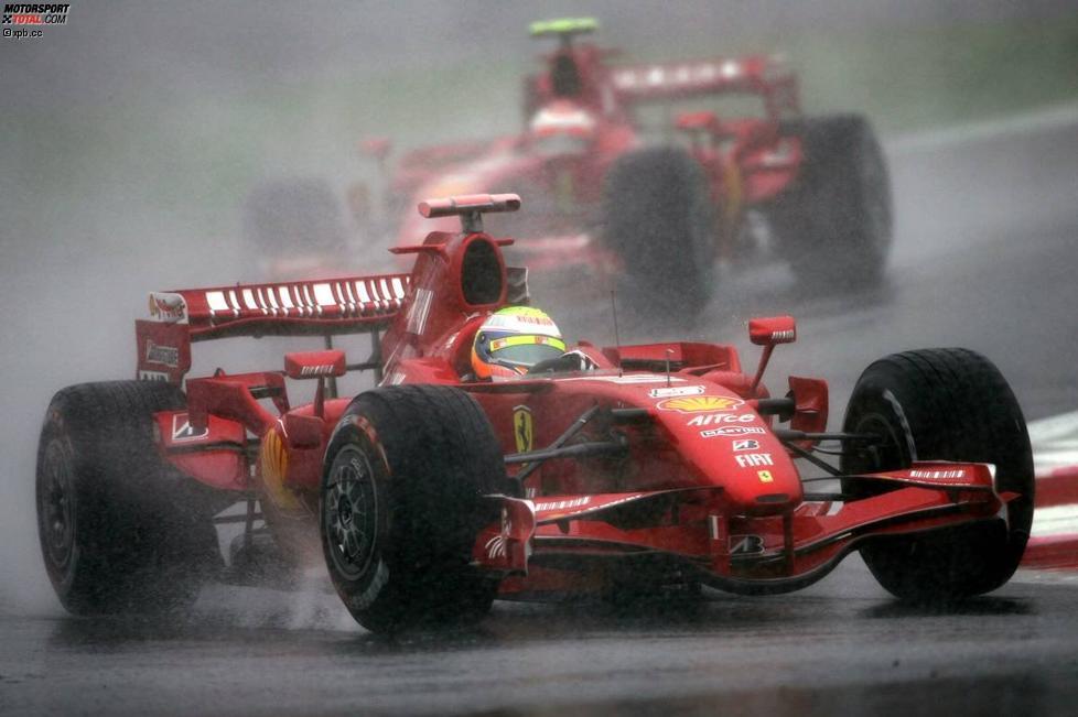 Felipe Massa vor Kimi Räikkönen (Ferrari)