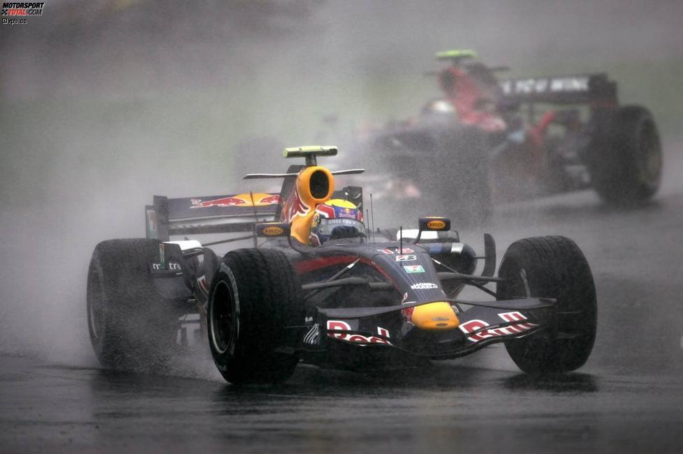 Mark Webber (Red Bull) vor Sebastian Vettel (Toro Rosso)