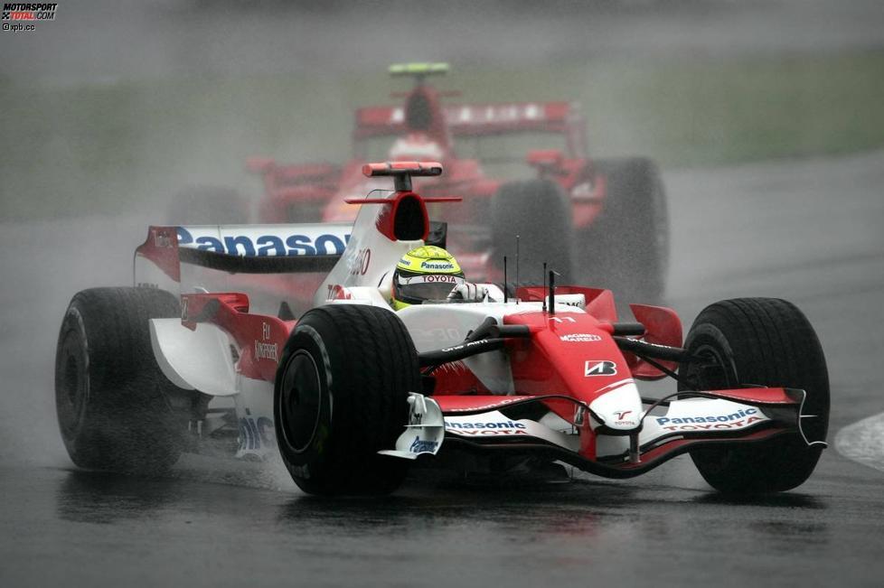 Ralf Schumacher (Toyota) vor Kimi Räikkönen (Ferrari)