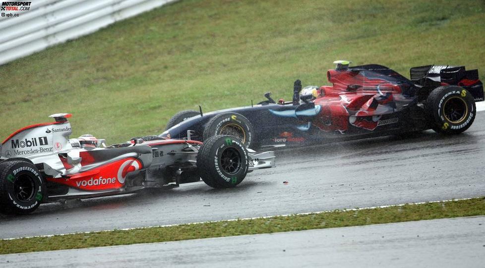 Fernando Alonso (McLaren-Mercedes) und Sebastian Vettel (Toro Rosso)