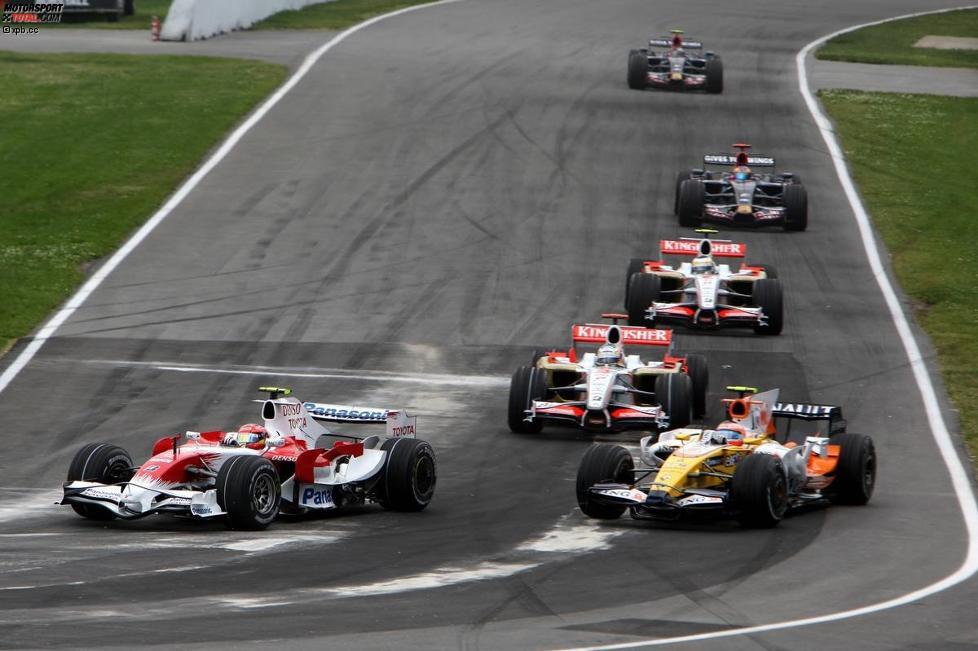 Timo Glock (Toyota) und Nelson Piquet Jr. (Renault)