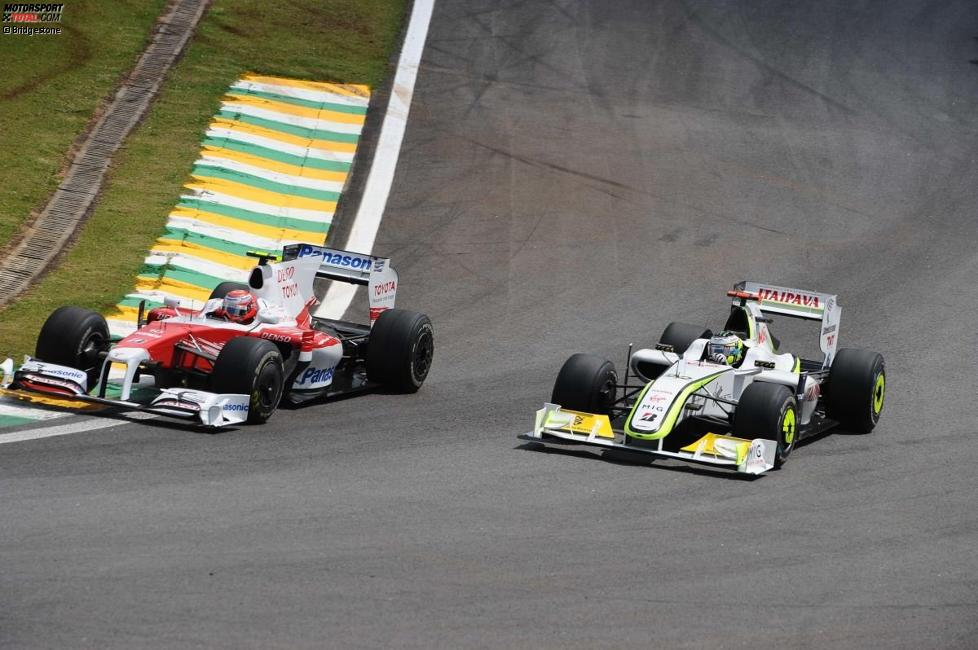 Kamui Kobayashi (Toyota) und Jenson Button (Brawn)