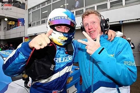 Robert Huff und Eric Nève (Chevrolet) freuen sich über Rang drei