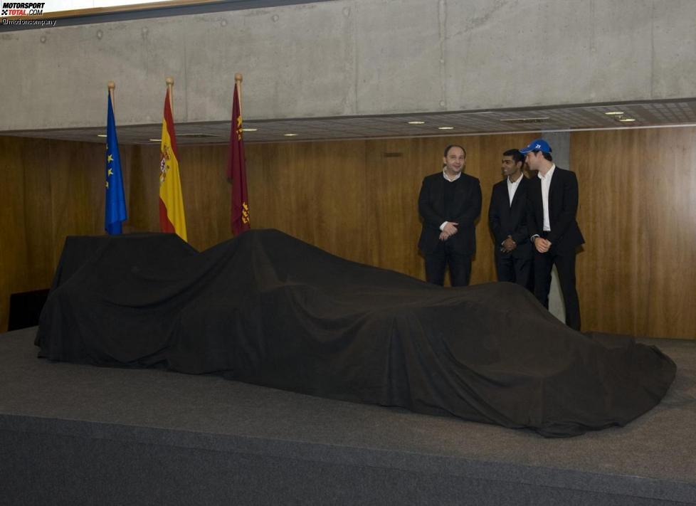 Colin Kolles (Teamchef), Bruno Senna und Karun Chandhok (HRT)
