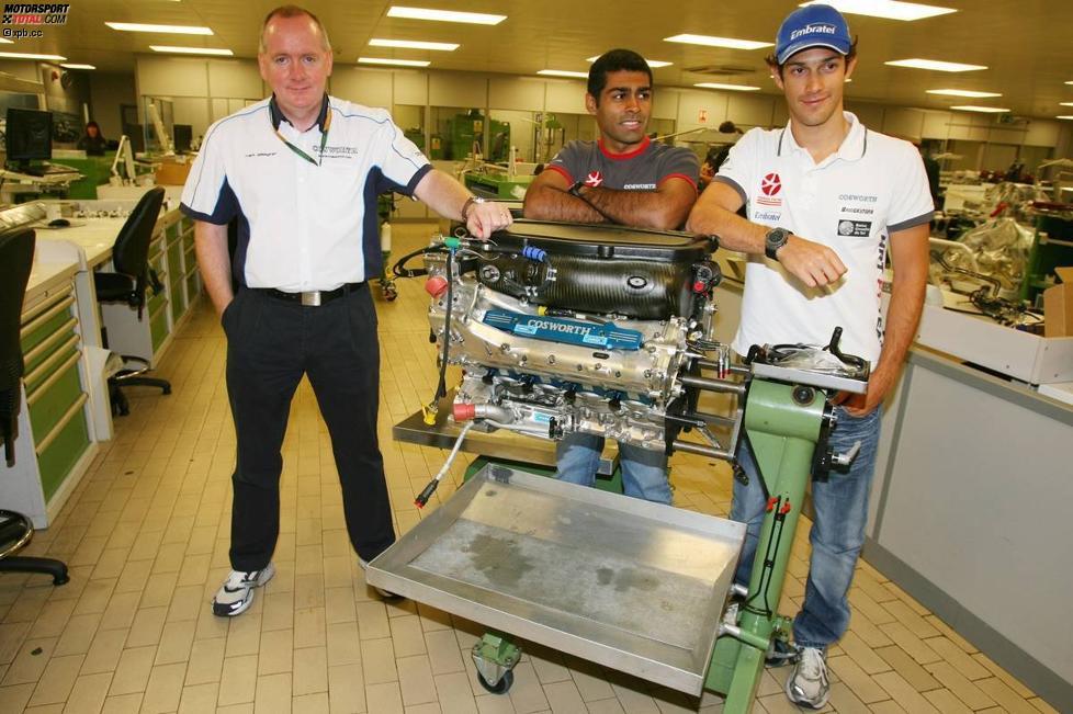 Mark Gallagher von Cosworth, Karun Chandhok und Bruno Senna (HRT)