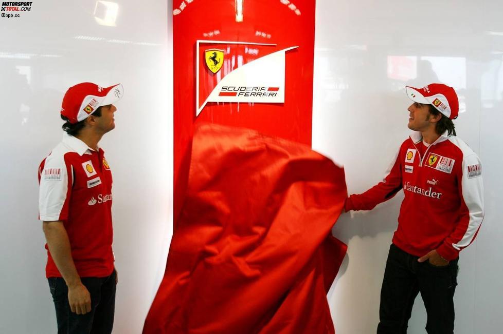 Felipe Massa und Fernando Alonso (Ferrari) enthüllen neues Logo von Ferrari