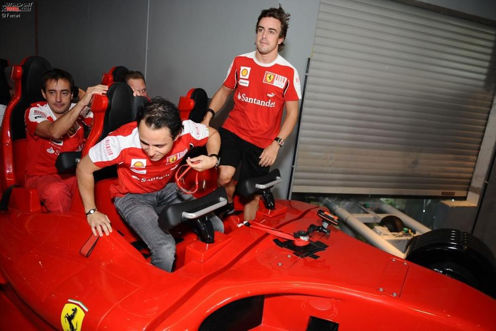 Felipe Massa und Fernando Alonso in der Ferrari World in Abu Dhabi