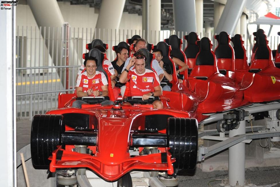 Felipe Massa und Fernando Alonso in der Ferrari World in Abu Dhabi
