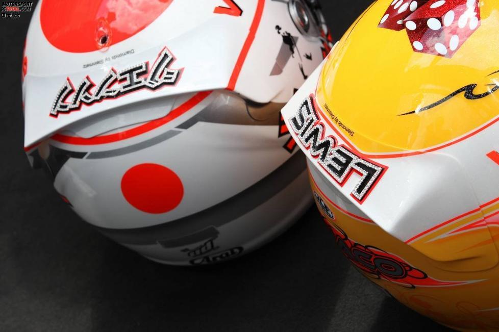 Und wieder Diamanten: DIe Helme von Jenson Button (McLaren) und Lewis Hamilton (McLaren)