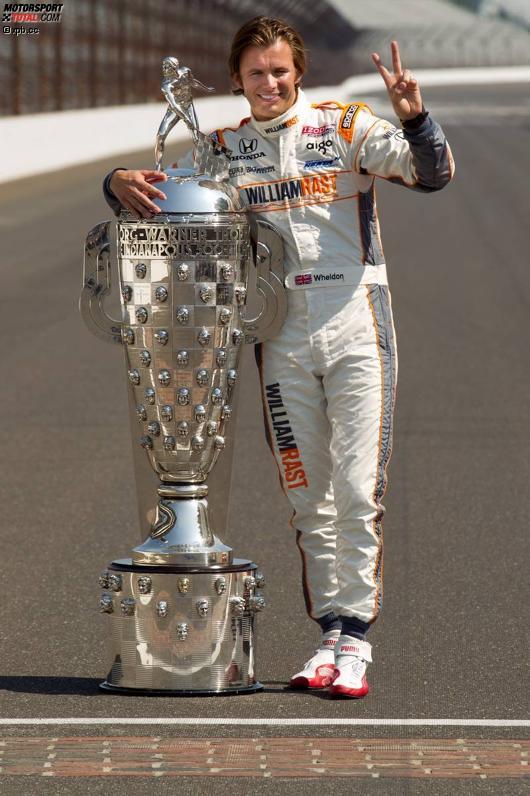 Dan Wheldon und die Borg-Warner-Trophy