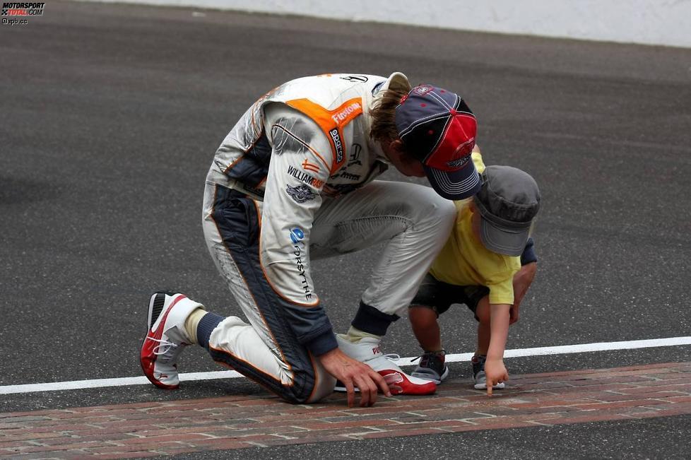 Dan Wheldon feiert seinen zweiten Indy-500-Sieg gemeinsam mit seinem Sohn