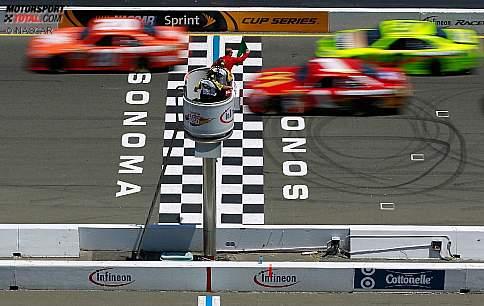 Start zum Toyota/Save Mart 350 mit Joey Logano (Gibbs) an der Spitze