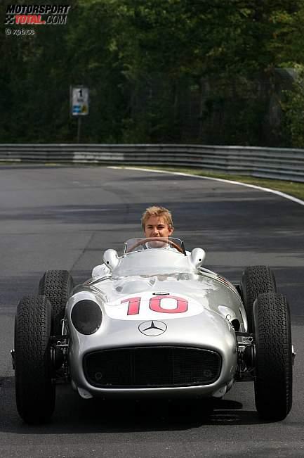 -Formula 1 - Season 2011 - z1311249898