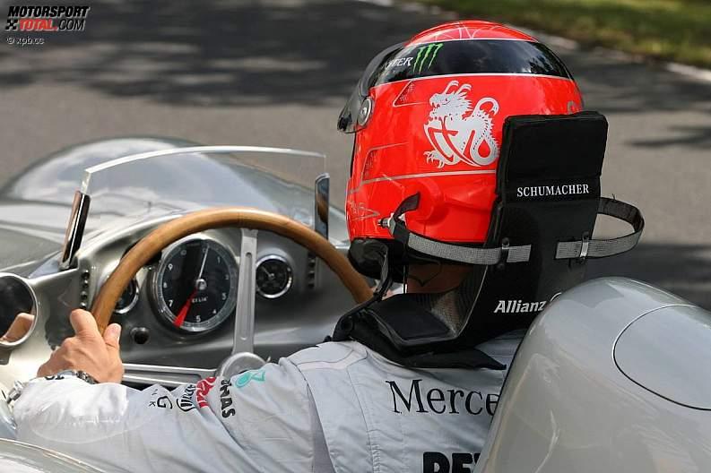 -Formula 1 - Season 2011 - z1311250881