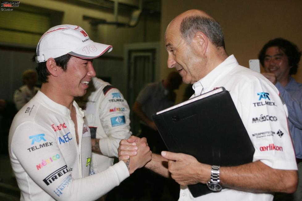 Kamui Kobayashi (Sauber) empfängt Glückwunsche von seinem Teamchef