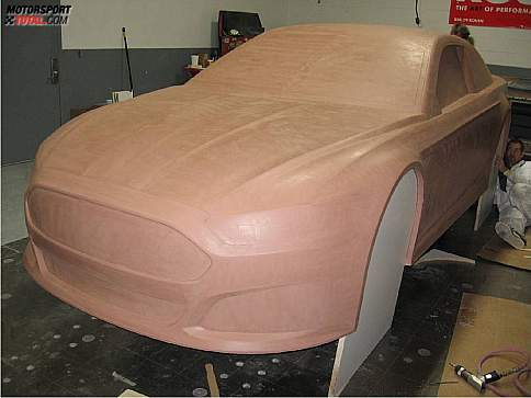 Der Ford Fusion für die Sprint-Cup-Saison 2013 im Aufbau