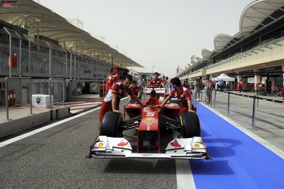 Ferrari-Mechaniker mit dem F2012