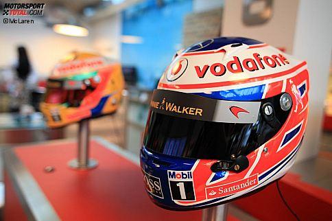 Jenson Button und das McLaren-Team bei einer PR-Veranstaltung für Sponsor Vodafone in Budapest