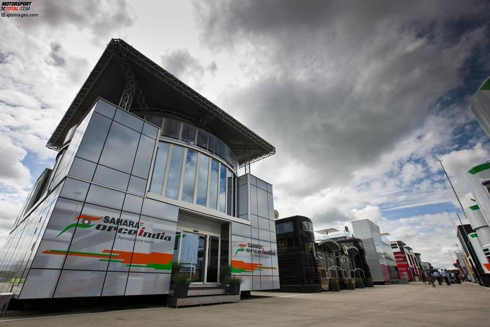 Force-India-Motorhome im Paddock von Silverstone