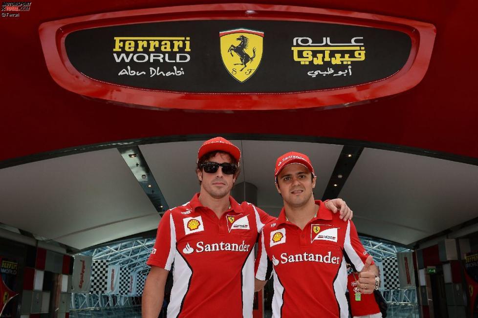 Fernando Alonso und Felipe Massa (Ferrari) in der Ferrari-World Abu Dhabi