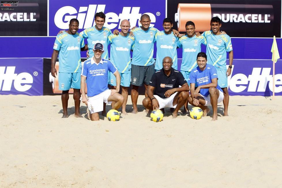 Bruno Senna (Williams) beim Strandfußball