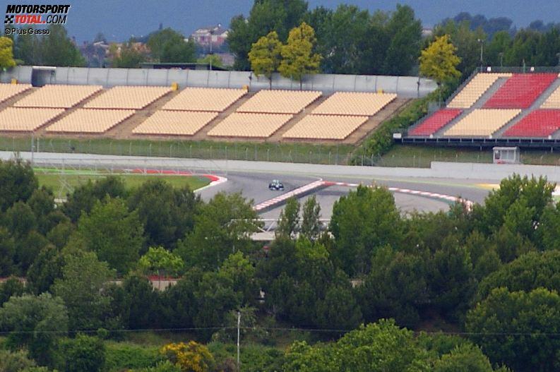 """Geheimer Mercedes-Reifentest in Barcelona, abfotografiert von einem """"Spion"""" außerhalb der Strecke"""
