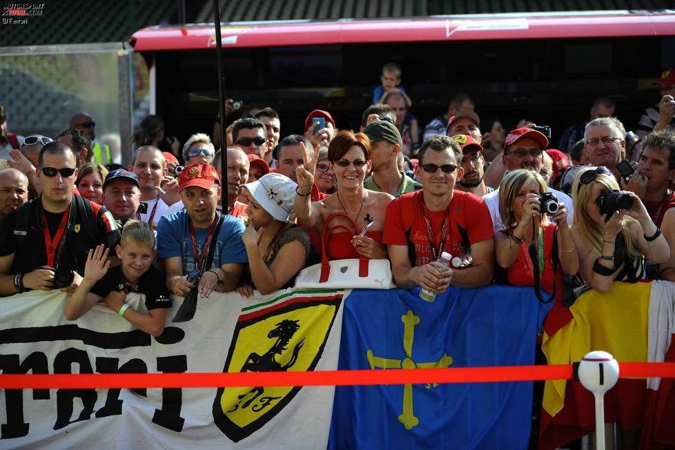 Ferrari-Fans beim Pitwalk am Donnerstag