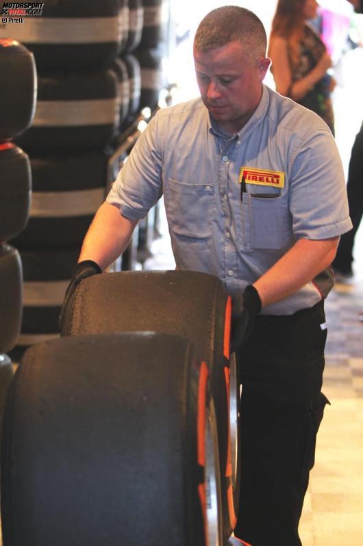 Pirelli-Reifentechniker
