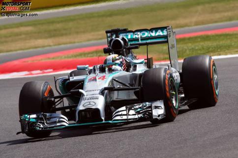 Lewis Hamilton sicherte sich die Bestzeit am Freitag, hatte aber auch große Probleme: der Motor stellte eine halbe Stunde vor Schluss ab.