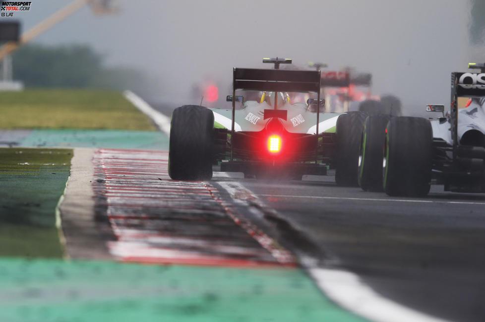 Marcus Ericsson (Caterham) und Kevin Magnussen (McLaren)