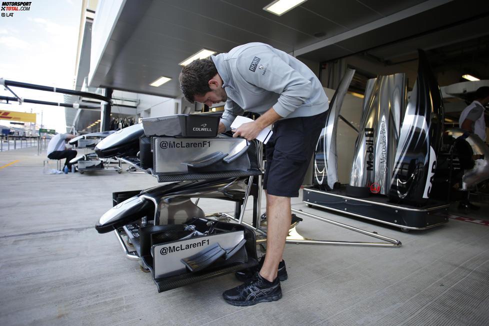 McLaren-Mechaniker bei der Arbeit