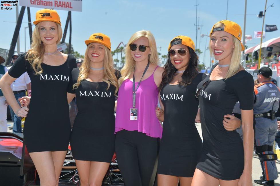 Courtney Force mit den Maxim-Girls