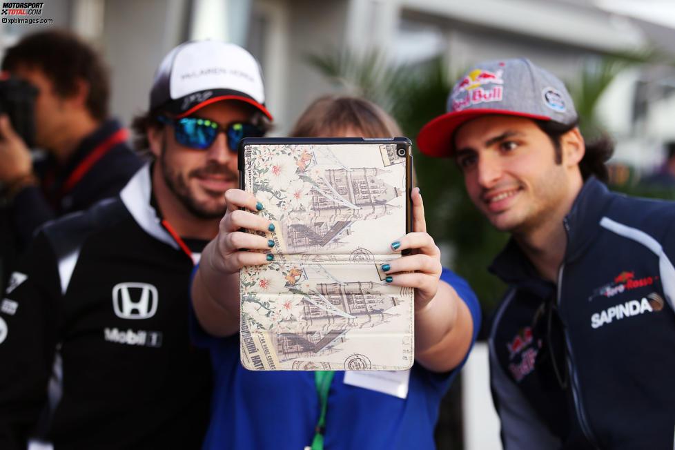 Fernando Alonso (McLaren) und Carlos Sainz (Toro Rosso)