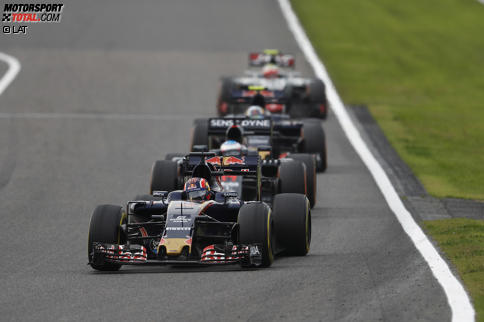Daniil Kwjat (Toro Rosso) und Fernando Alonso (McLaren)