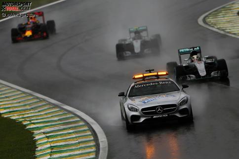 Gewohntes Bild: Wenn es regnet, ist das Safety-Car im Dauereinsatz. Jetzt durch die Highlights des Grand Prix von Brasilien klicken!