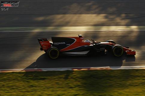 Vettel fährt erste Bestzeit, Red Bull bleibt liegen