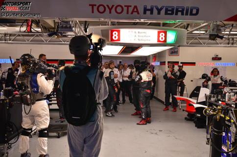 Bei Toyota herrscht Diskussionsbedarf: Fahrzeug #8 hatte ein technisches Problem und schon mehr als 20 Runden verloren.