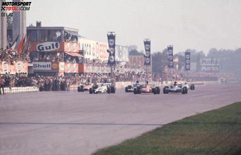 Engster Zieleinlauf aller Zeiten: Nur 0,61 Sekunden trennen 1971 die ersten Fünf. Weitere legendäre Italien-Grands-Prix zeigt unsere Fotostrecke.