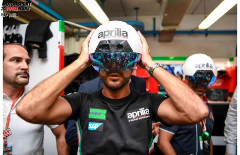 Mit diesem AR-Helm sollen Mechaniker bei Aprilia schneller arbeiten können.