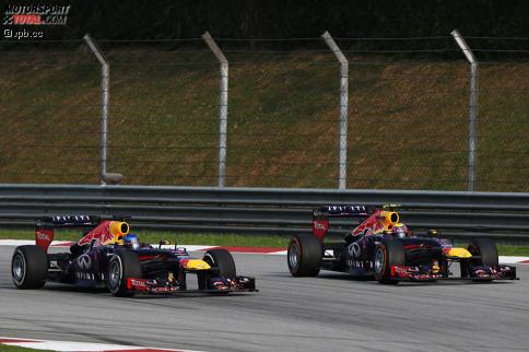 Die entscheidende Szene 2013: Sebastian Vettel kämpft Mark Webber trotz Stallorder nieder. Wir blicken zurück auf die größten Triumphe und Tragödien der Sepang-Geschichte ...