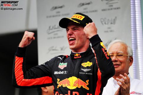 """Sein Highlight bleibt der Triumph bei der Kart-WM, doch in Sepang feierte Max Verstappen seinen ersten """"echten"""" Sieg in der Formel 1, da er ihn nicht wie 2016 in Barcelona durch die Mercedes-Kollision erbte. Jetzt durch die Highlights des Rennens klicken!"""