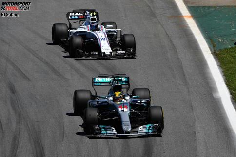 Die Überrundung von Lance Stroll hätte sich Lewis Hamilton gerne gespart. Die 17 besten Fotos des Grand Prix von Brasilien jetzt durchklicken!
