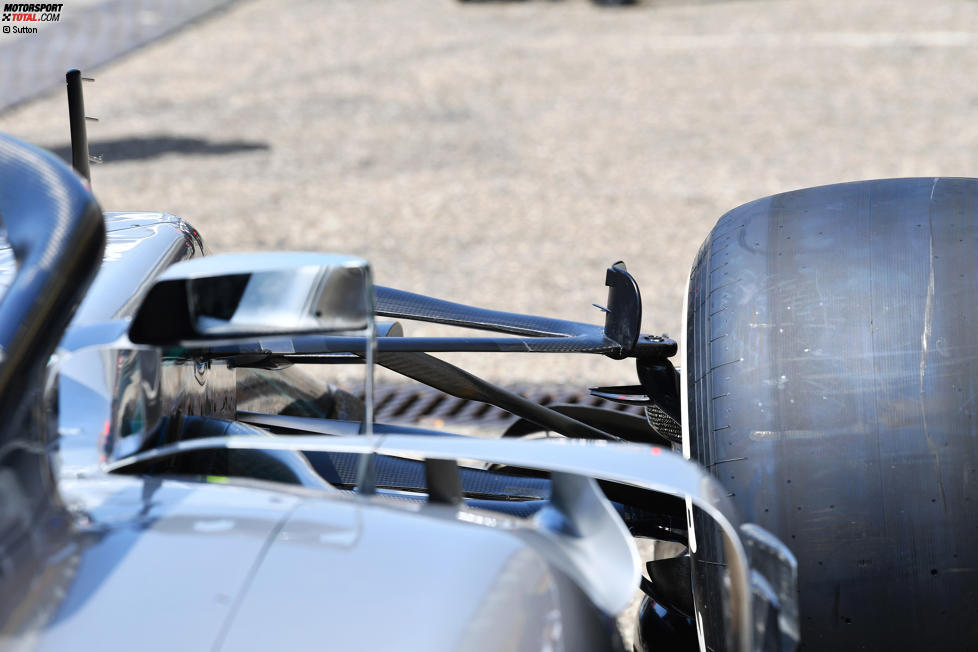Rückspiegel und Vorderradaufhängung Mercedes