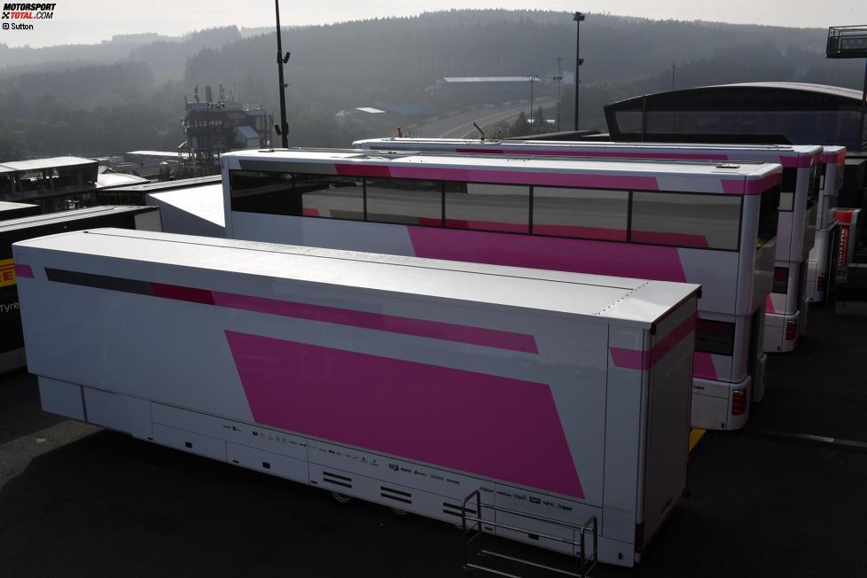 Teamtrucks von Force India ohne Namensschriftzüge