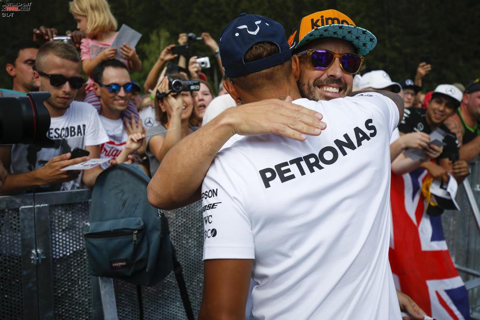 Fernando Alonso (McLaren) und Lewis Hamilton (Mercedes)