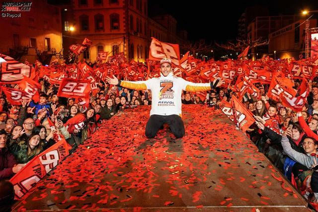 Mit tausenden Fans feierte Weltmeister Marc Marquez in Cervera