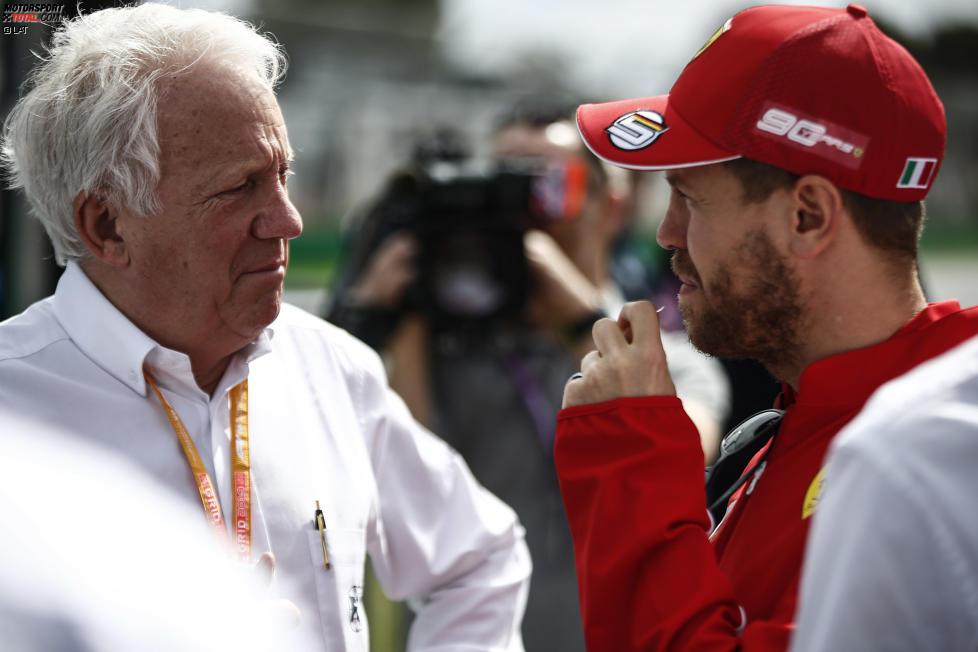 Charlie Whiting und Sebastian Vettel (Ferrari)